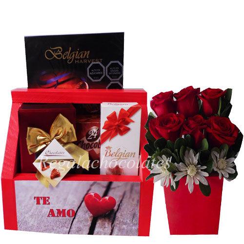 Chocolates en caja con Arreglo de rosas a domicilio en santiago