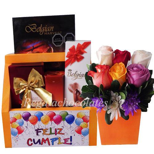 Chocolates en caja Feliz cumpleaños y arreglo de rosas a domicilio en santiago